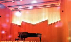 ステージのピアノ Concert hall piano